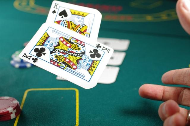 เล่นเกมไพ่บนมือถือ ลุ้นรางวัลก้อนโต